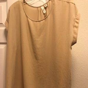 Neutral color top